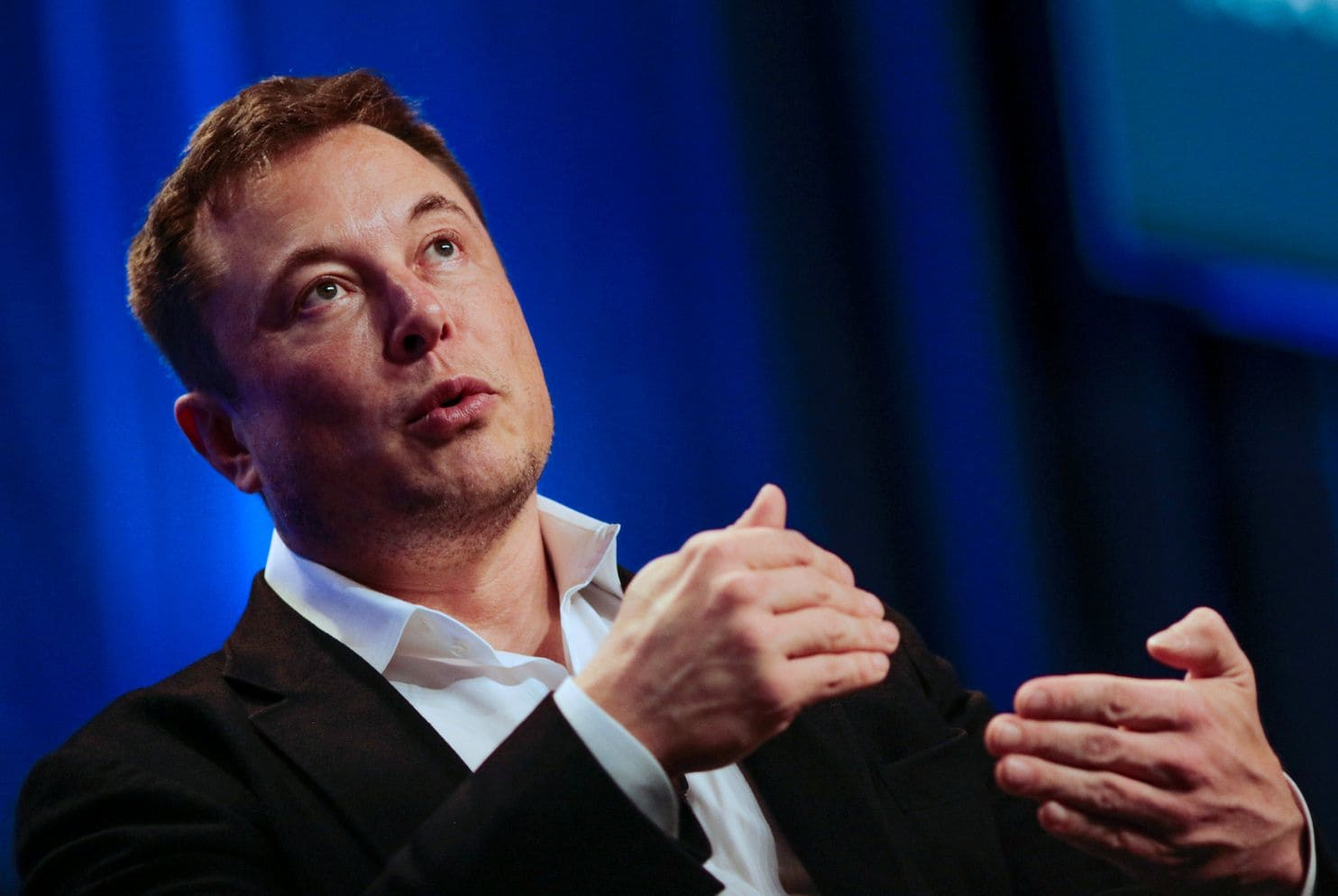 Elon Musk: To avoid becoming like monkeys, humans must merge with machines