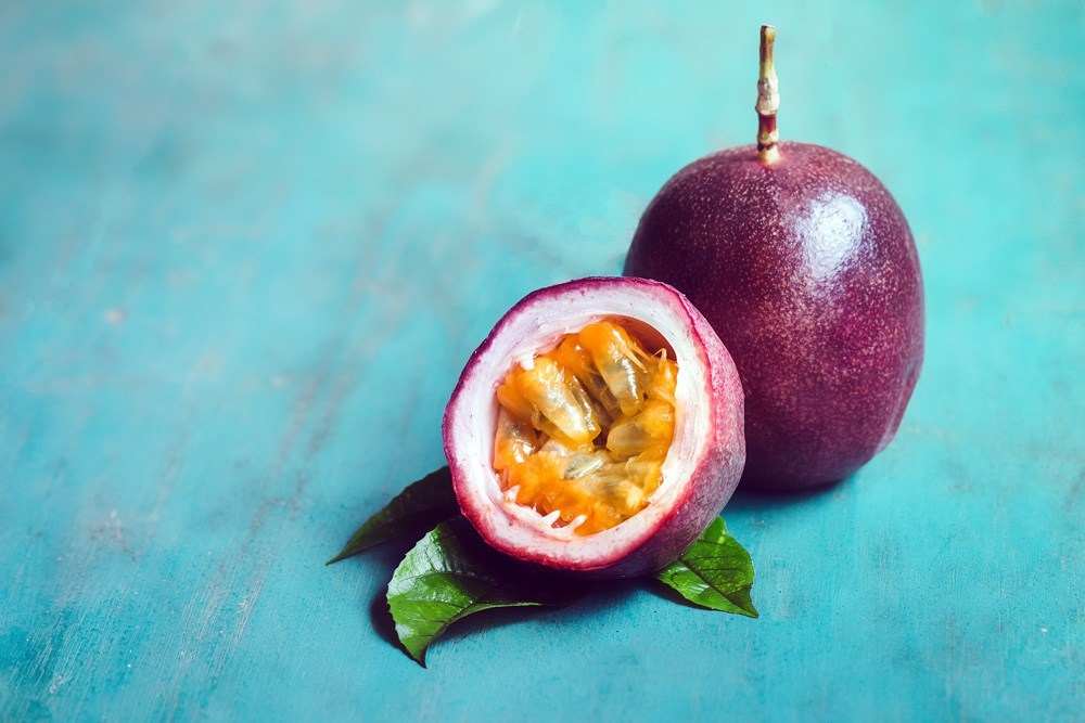 6 Benefits of Passion Fruit (Maracuya) & How to Eat It