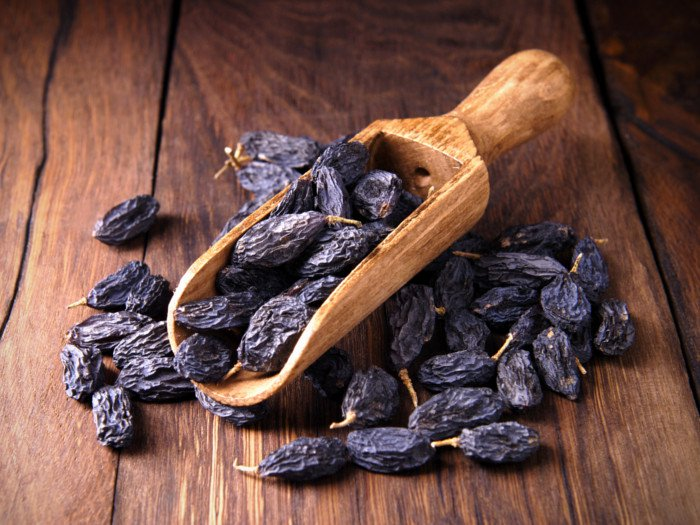 6 Amazing Benefits Of Black Raisins