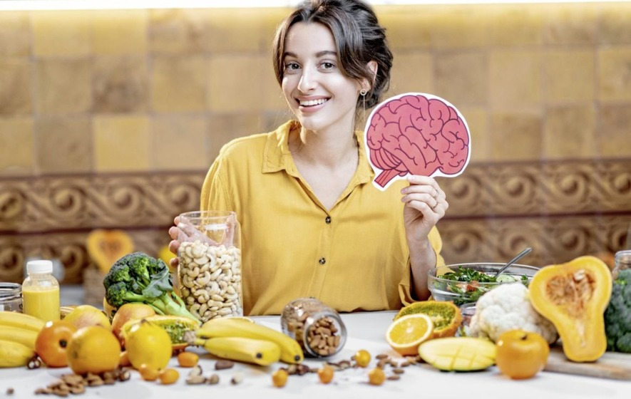 4 easy ways to improve your brain health according to a neurologist